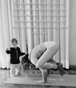 Mamma Guru e Franci durante la pratica di yoga