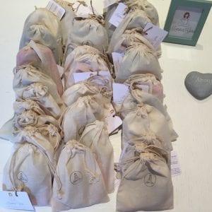 Inoltre vengono confezionate all'interno di un sacchetto in cotone 100% biologico e sono quindi pergete anche come idea regalo!