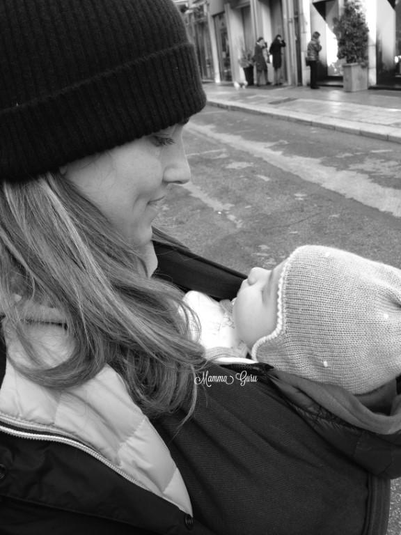 Babywearing gli innumerevoli benefici del portare