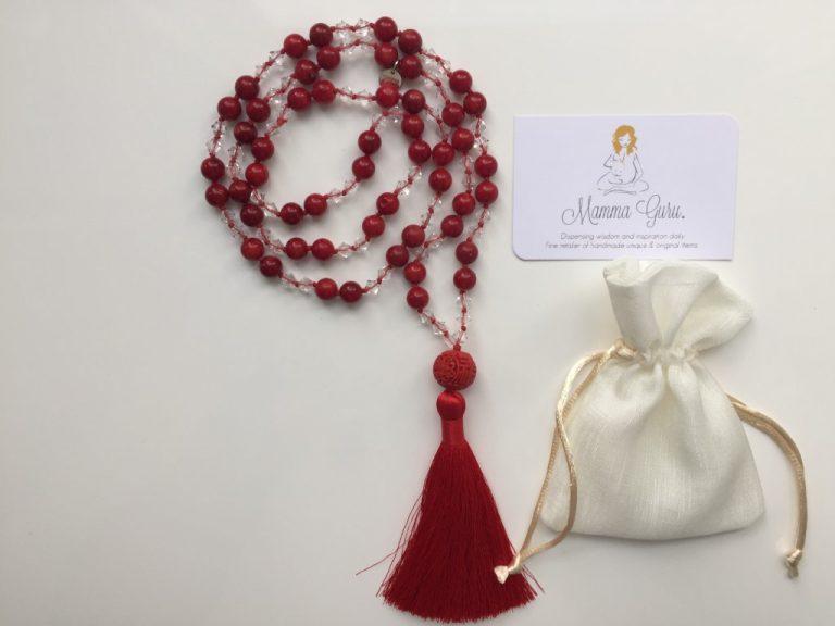 Mamma Guru: Collana Mala Swarovski, Corallo Bambù e Nappa in Seta Rossa